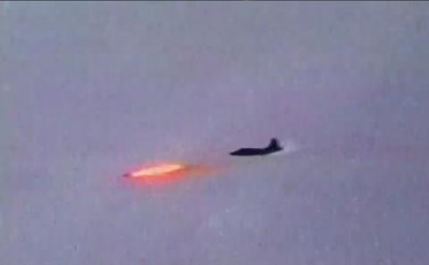 Su-25SM3 phóng tên lửa Vikhr.