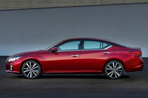 =9. Nissan Altima 2020 (giá khởi điểm: 24.100 USD).