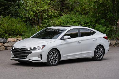 3. Hyundai Elantra 2020 (giá khởi điểm: 18.150 USD).