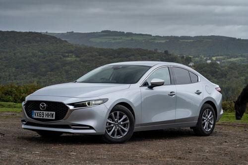 8. Mazda 3 2020 (giá khởi điểm: 21.500 USD).