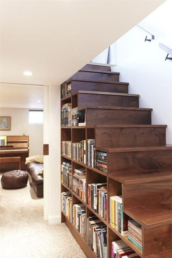 Đừng bỏ trống gầm cầu thang vì biết cách tận dụng, nhà chật đến mấy cũng sẽ rộng gấp đôi - 1