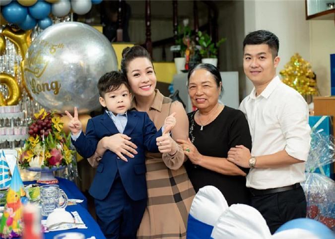Ở tiệc sinh nhật của con trai, Nhật Kim Anh cũng hội ngộ chồng cũ nhưng mâu thuẫn của cả hai thì chưa thể hóa giải.