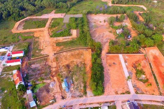 Một miếng đất tại Phú Quốc được phân lô bán nền. Ảnh: Lê Xuân
