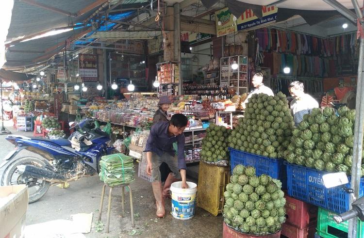 Chợ Đà Lạt với nhiều sản phẩm đặc trưng vắng khách mua