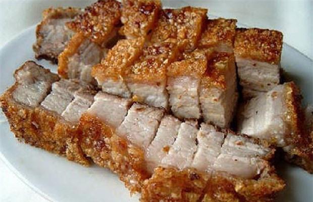 Thịt lợn quay thơm ngon không có đốm đỏ trên thịt