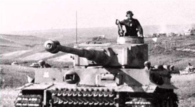 Ngày này năm xưa: Trận đấu xe tăng đẫm máu nhất lịch sử