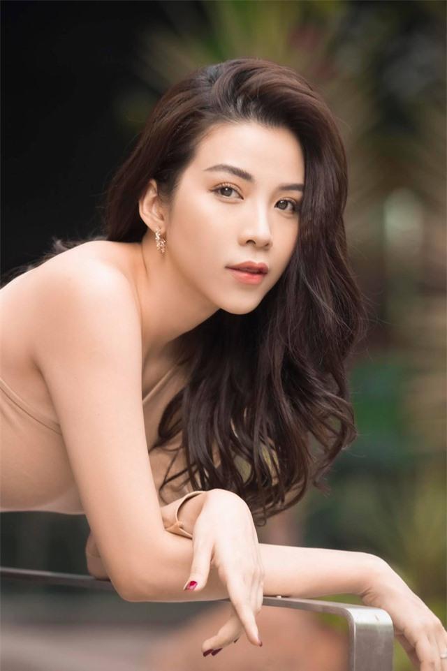 Rũ bỏ hình tượng nóng bỏng, sexy, diễn viên Ngô Phương Anh nữ tính, ngọt ngào trong bộ ảnh mới - Ảnh 3.