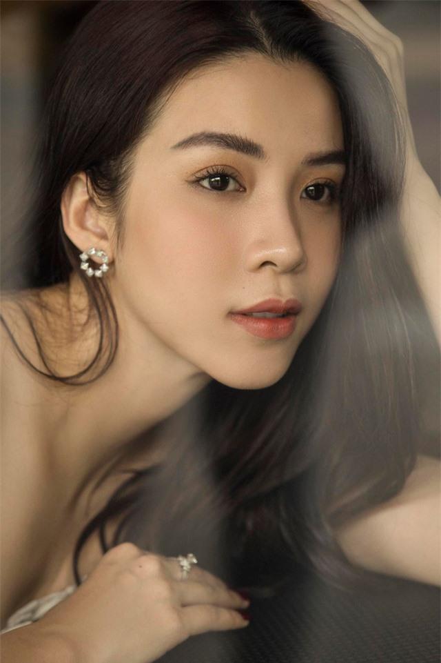Rũ bỏ hình tượng nóng bỏng, sexy, diễn viên Ngô Phương Anh nữ tính, ngọt ngào trong bộ ảnh mới - Ảnh 4.