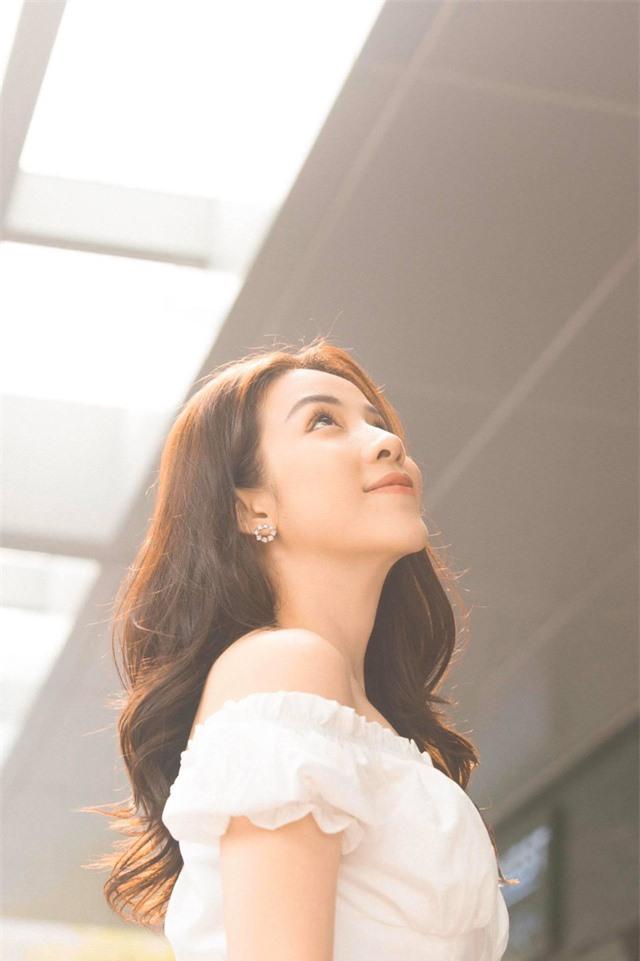Rũ bỏ hình tượng nóng bỏng, sexy, diễn viên Ngô Phương Anh nữ tính, ngọt ngào trong bộ ảnh mới - Ảnh 5.