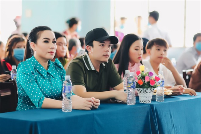 Sau khi hỗ trợ 200 triệu, Phi Nhung gấp rút tung MV kêu gọi ủng hộ miền Tây - Ảnh 1.