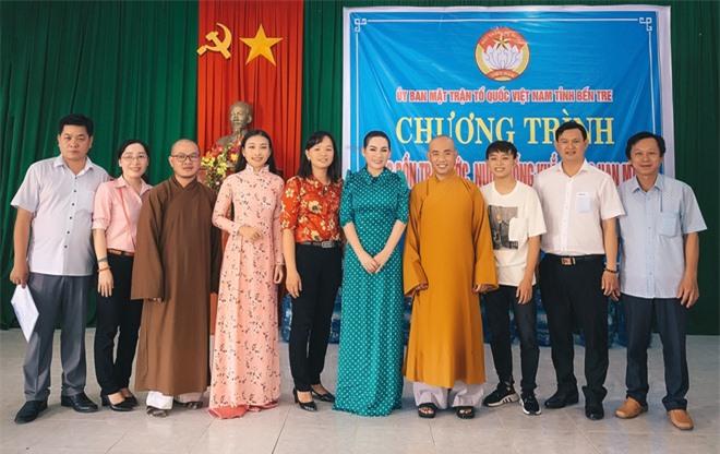 Sau khi hỗ trợ 200 triệu, Phi Nhung gấp rút tung MV kêu gọi ủng hộ miền Tây - Ảnh 12.