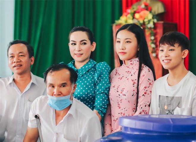 Sau khi hỗ trợ 200 triệu, Phi Nhung gấp rút tung MV kêu gọi ủng hộ miền Tây - Ảnh 2.