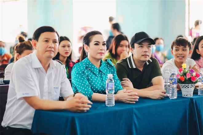Sau khi hỗ trợ 200 triệu, Phi Nhung gấp rút tung MV kêu gọi ủng hộ miền Tây - Ảnh 3.
