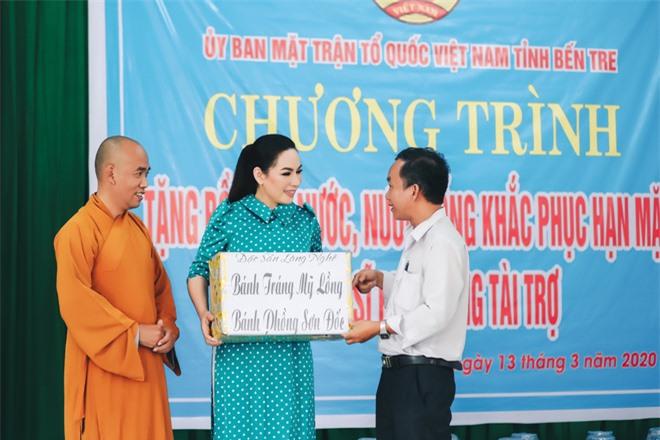 Sau khi hỗ trợ 200 triệu, Phi Nhung gấp rút tung MV kêu gọi ủng hộ miền Tây - Ảnh 6.