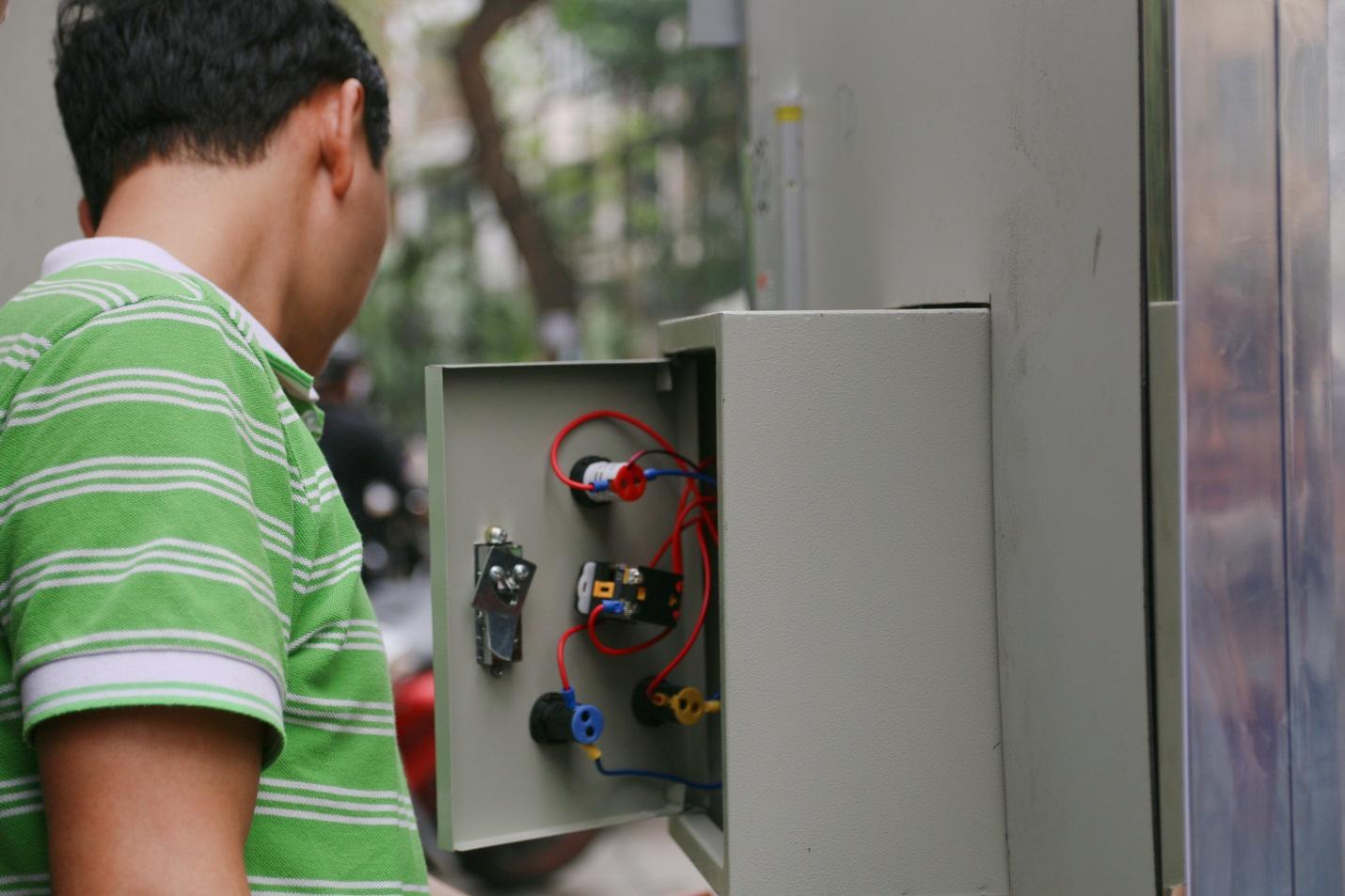 Sản phẩm hoàn toàn do người Việt chế tạo từ 100% các nguyên vật liệu trong nước, với chi phí thấp.