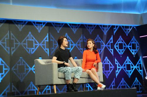 Quang Trung (trái) tiết lộ về tật xấu của khách mời Quốc Khánh.