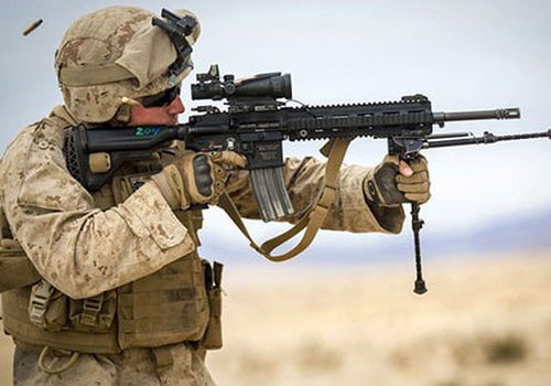Lực lượng thủy quân lục chiến Mỹ quyết định trang bị 50.814 khẩu súng trường M27 (một biến thể của HK-416)- sản phẩm của hãng chế tạo Đức Heckler & Koch.