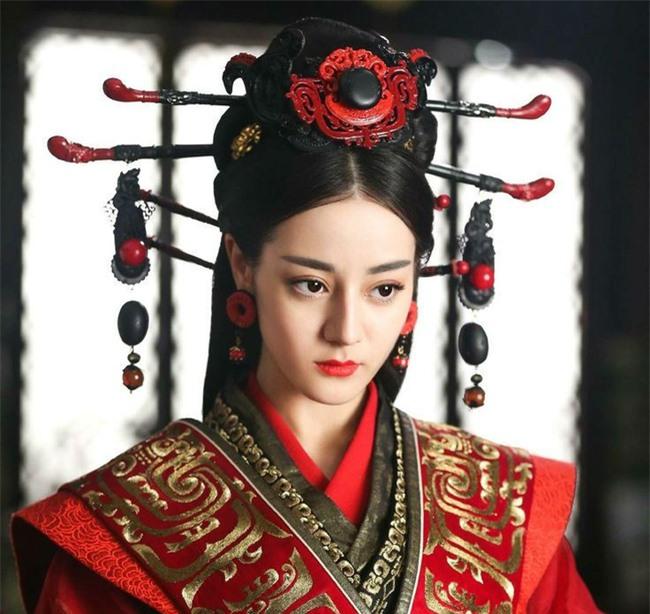 Hoàng Quý phi đầu tiên trong lịch sử Trung Hoa: Từ nhũ mẫu hơn vua 19 tuổi đến phi tần độc ác giết hại hoàng nhi nhưng vẫn đắc sủng - Ảnh 1.