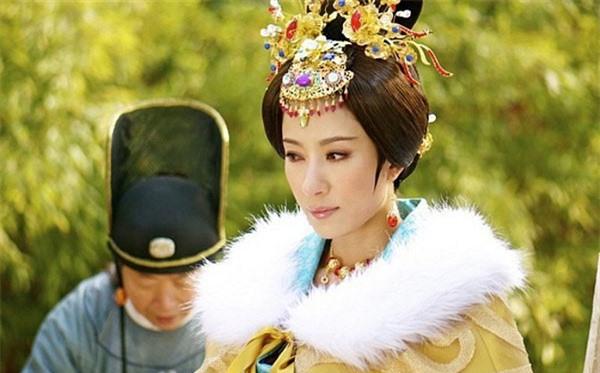 Hoàng Quý phi đầu tiên trong lịch sử Trung Hoa: Từ nhũ mẫu hơn vua 19 tuổi đến phi tần độc ác giết hại hoàng nhi nhưng vẫn đắc sủng - Ảnh 9.