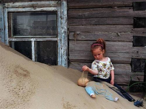 Kỳ lạ ngôi làng cứ đến đêm lại bị vùi lấp trong cát ở nước Nga - 5