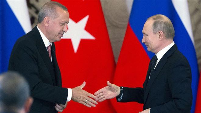 Lời chào kiểu Putin: Mọi máy bay Thổ Nhĩ Kỳ xâm phạm Syria sẽ được S-400 nghênh tiếp! - Ảnh 2.