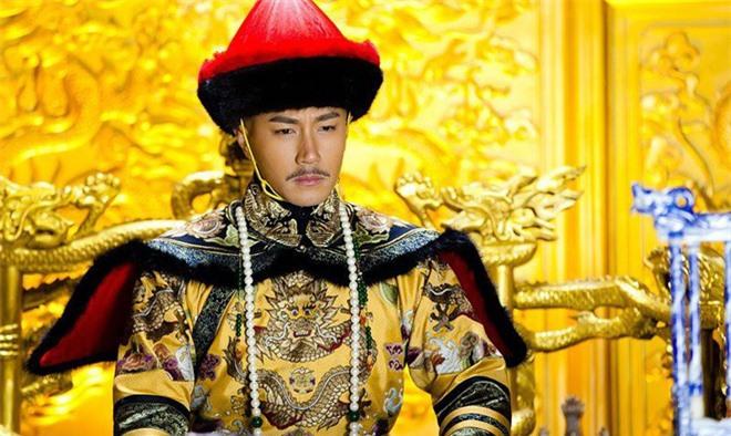 Thăm Ngao Bái ốm, phát hiện dao găm dưới chiếu, Khang Hy nói 1 câu, giành lại cả giang sơn - Ảnh 2.