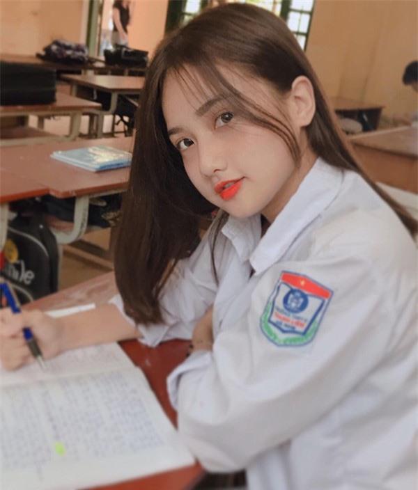 Thiên thần đồng phục ở Hà Nam: Sở hữu vẻ đẹp đốn tim và bảng thành tích 11 năm liền làm lớp trưởng - Ảnh 2.