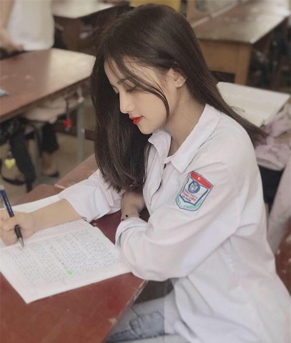 Thiên thần đồng phục ở Hà Nam: Sở hữu vẻ đẹp đốn tim và bảng thành tích 11 năm liền làm lớp trưởng - Ảnh 3.