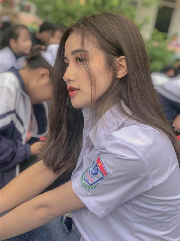 Thiên thần đồng phục ở Hà Nam: Sở hữu vẻ đẹp đốn tim và bảng thành tích 11 năm liền làm lớp trưởng - Ảnh 7.