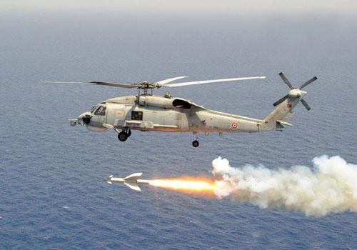 Trong tổng số 90 máy bay trên tàu sân bay USS Theodore Roosevelt (CVN-71) của Mỹ thì có từ 4-6 chiếc MH-60R. Đây là Loại trực thăng săn ngầm mạnh nhất thế giới hiện nay.