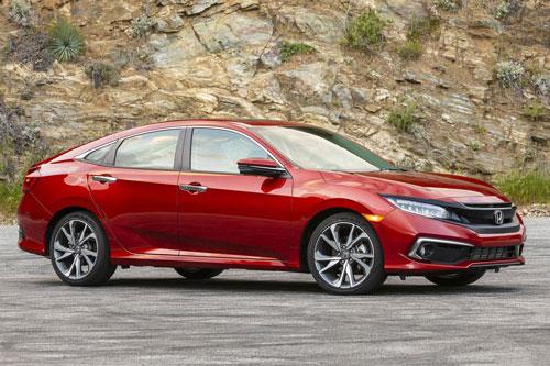 2. Honda Civic (doanh số: 25.617 chiếc).