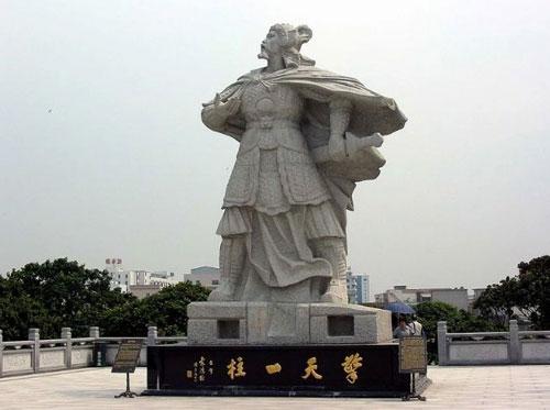 Tượng của danh tướng Viên Sùng Hoán.