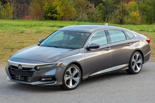 3. Honda Accord (doanh số: 18.216 chiếc).