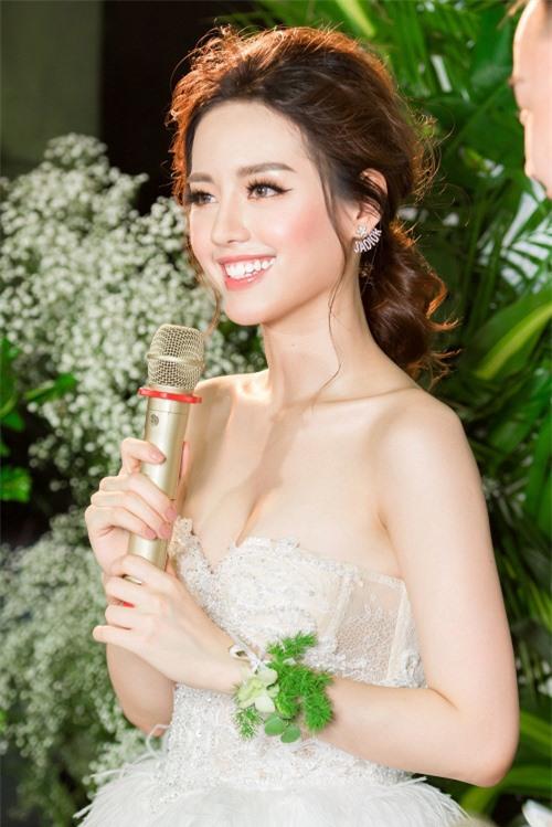 Bản sao Tâm Tít và cú lột xác đầy nóng bỏng của hot girl Khánh Linh - Ảnh 2.