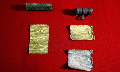 Phép thuật bí ẩn được khai quật bên cạnh xác chết 2.000 năm tuổi - 2