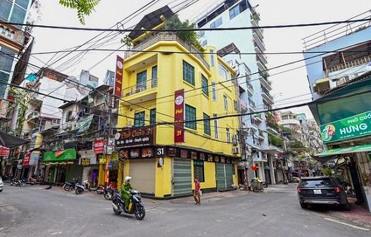 Nhiều cửa hàng ở Hà Nội đóng cửa để phòng dịch Covid-19.