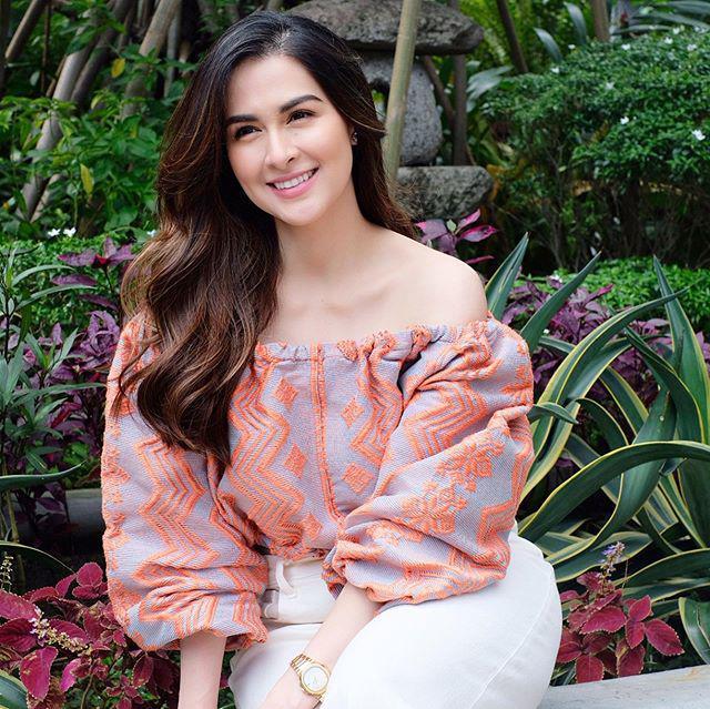Suốt nhiều năm liền, mỹ nhân đẹp nhất Philippines trở thành biểu tượng nhan sắc mà chị em hết mực yêu thích bởi vẻ đẹp ngọt ngào, trẻ trung và mái tóc dài uốn xoăn bồng bềnh đầy quyến rũ.