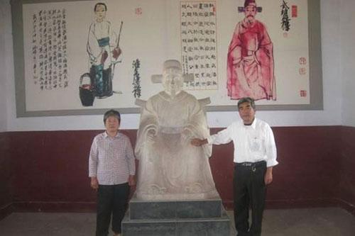 Hậu duệ dòng họ Phan tại Từ đường của Võ Đại Lang Ảnh: TƯ LIỆU