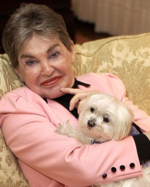 Bà Helmsley và chú chó cưng Trouble