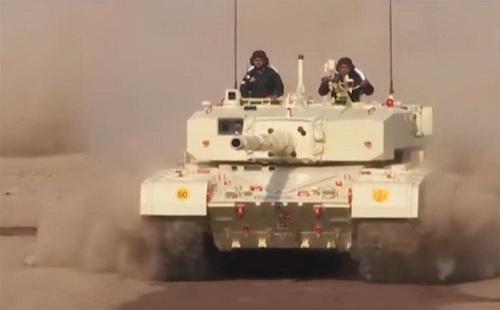 """Quân đội Ấn Độ quyết tâm không """"khai tử"""" dòng xe tăng nội địa Arjun. Ảnh: Topwar.ru."""