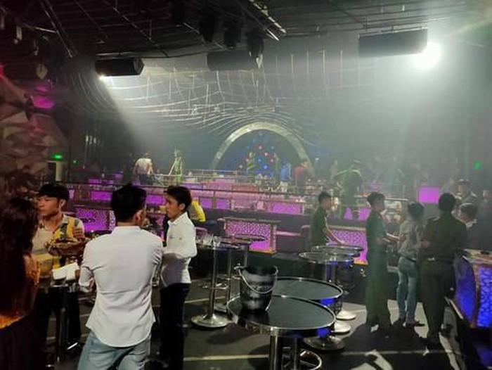 Quán bar, vũ trường, karaoke tại Bình Dương tạm đóng cửa.