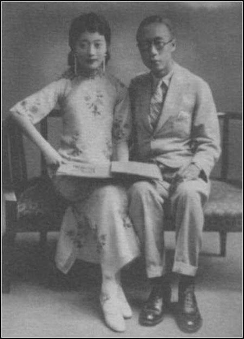 Vua Phổ Nghi và hoàng hậu Uyển Dung trong trang phục hiện đại