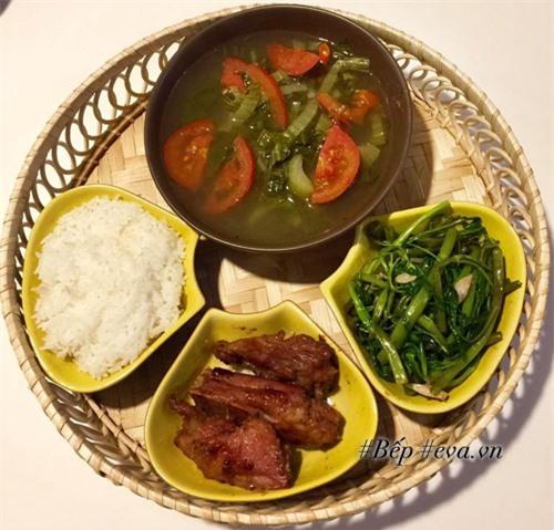 Cô vợ xinh đẹp nấu ăn ngon khiến chồng chẳng bao giờ muốn ra hàng - 4