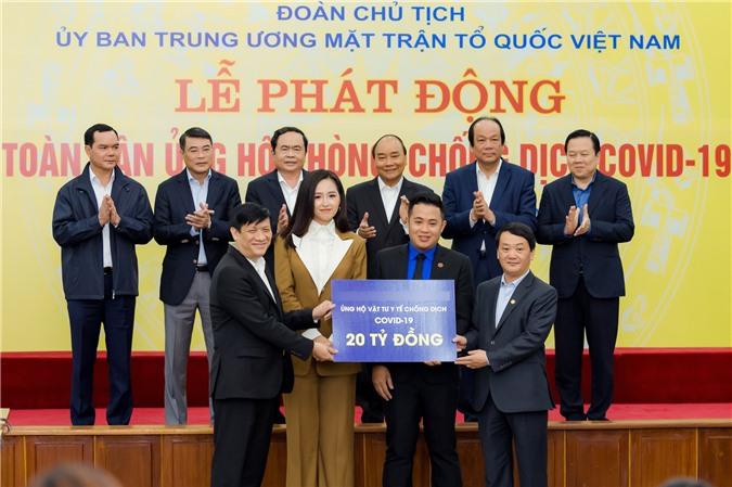 Hoa hậu Mai Phương Thúy gặp Thủ tướng Chính phủ, đại diện ủng hộ 20 tỷ đồng phòng chống đại dịch Covid-19 - Ảnh 2.