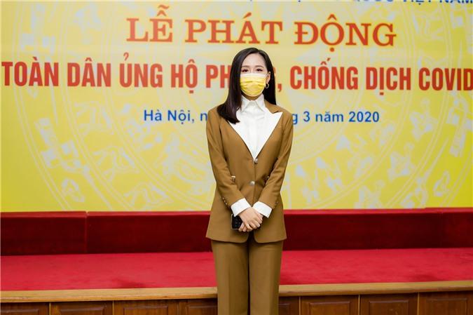 Hoa hậu Mai Phương Thúy gặp Thủ tướng Chính phủ, đại diện ủng hộ 20 tỷ đồng phòng chống đại dịch Covid-19 - Ảnh 3.