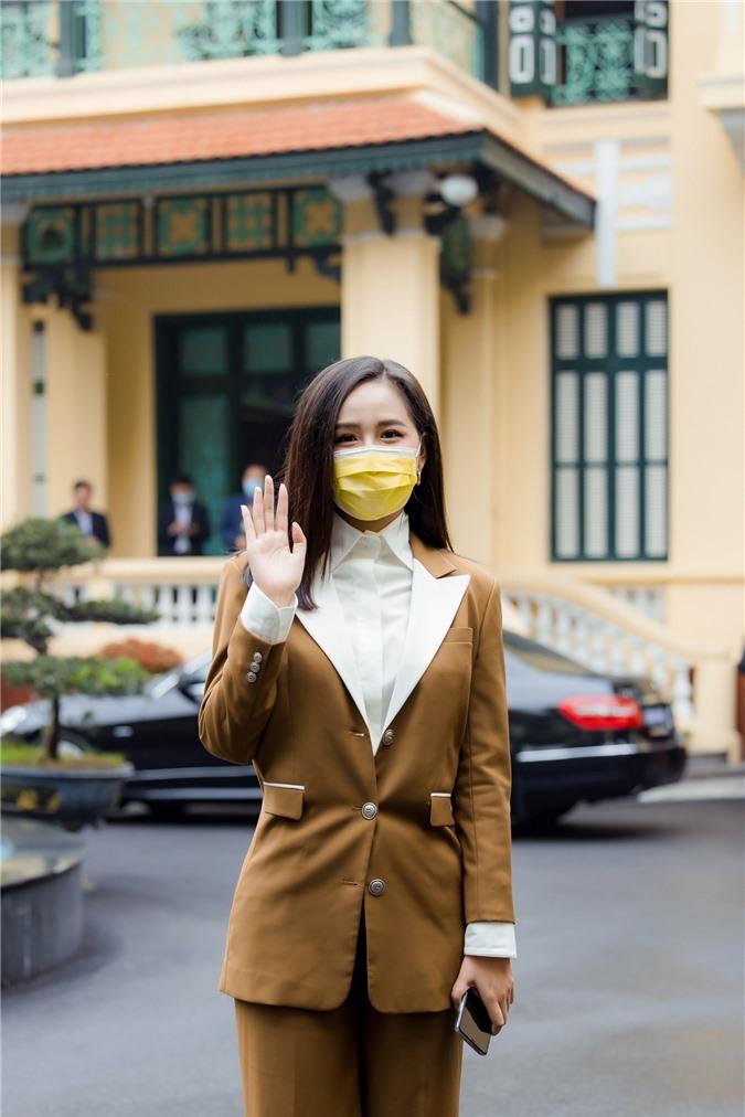 Hoa hậu Mai Phương Thúy gặp Thủ tướng Chính phủ, đại diện ủng hộ 20 tỷ đồng phòng chống đại dịch Covid-19 - Ảnh 5.