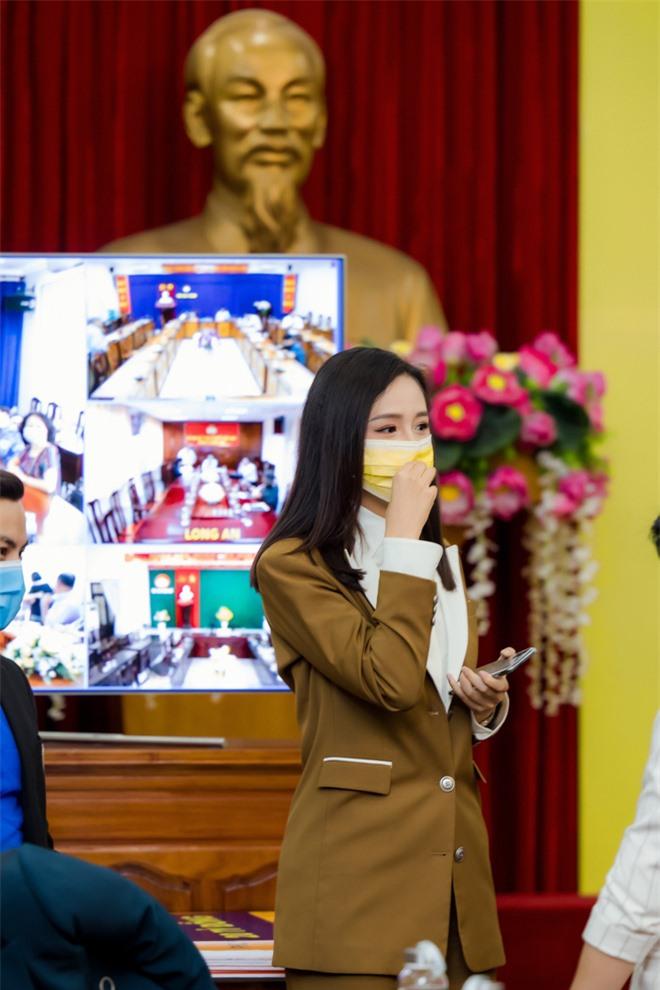 Hoa hậu Mai Phương Thúy gặp Thủ tướng Chính phủ, đại diện ủng hộ 20 tỷ đồng phòng chống đại dịch Covid-19 - Ảnh 6.