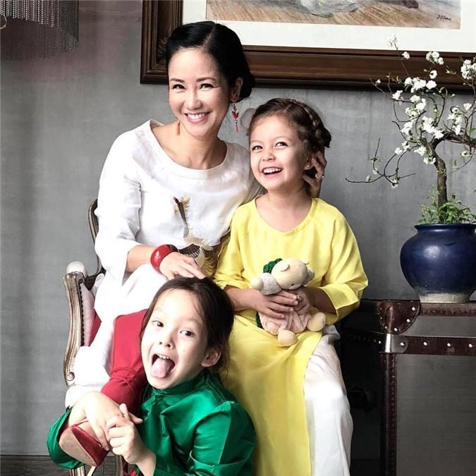Ngắm cặp song sinh 'thiên thần lai' của diva Hồng Nhung