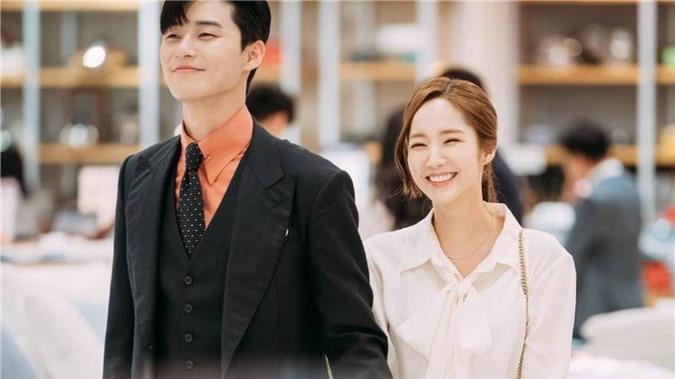 """Tái sử dụng từ She Was Pretty, Thư Ký Kim đến Iteawon Class; vòng cổ của Park Seo Joon thành hàng hot hit các shop online """"ăn"""" theo - Ảnh 1."""