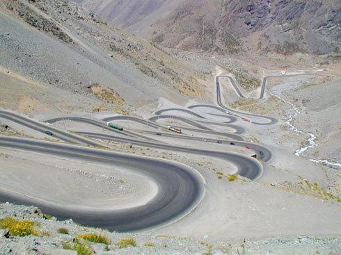 Paso Internacional Los Libertadores, nằm giữa Argentina và Chile: Là một đoạn đèo trong dãy Andes giữa Argentina và Chile và là con đường chính ra khỏi thành phố Santiago. Đoạn đường có một chuỗi khúc cua.